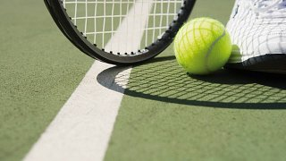 Professional tennis & paddle courts