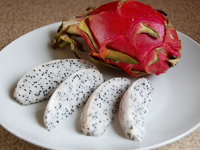 Pitahaya or dragon fruit: a food to discover at your exclusive residence on Tenerife